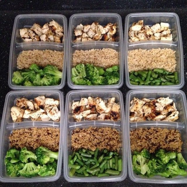 Low fat #mealprep  303 calories. 5F/33C/36P 4oz Grilled Chicken 1/2 cup Brown Rice 1/2 cup Broccoli. (Or greens of choice)  Very simple but perfect to fuel those !! You are what you eat