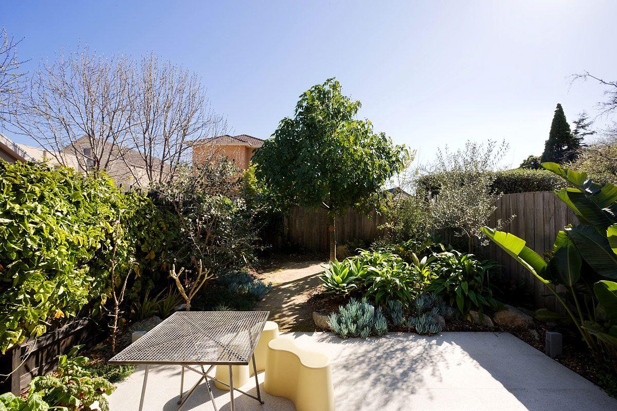 Hogar monocrom tico en australia for Jardineria al aire libre casa pendiente