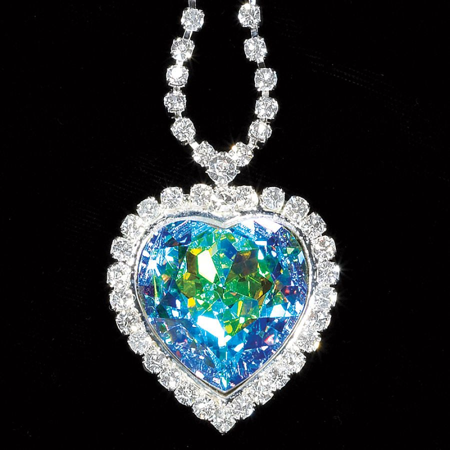 Remember The Quot Heart Of The Ocean Quot Blue Diamond Necklace In