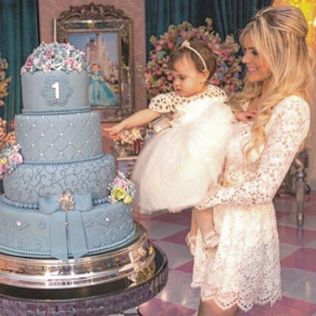 Princess and Queen Tudooo por elas  Tudooo para elas!!! Queen Diva e Princess Valentina.  www.atelieraleli.com.br Whatsap 19.99955.5500