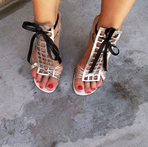 YSL Caged Metallic Sandals DIY    I love this woman's blog! @NynaeveGreen