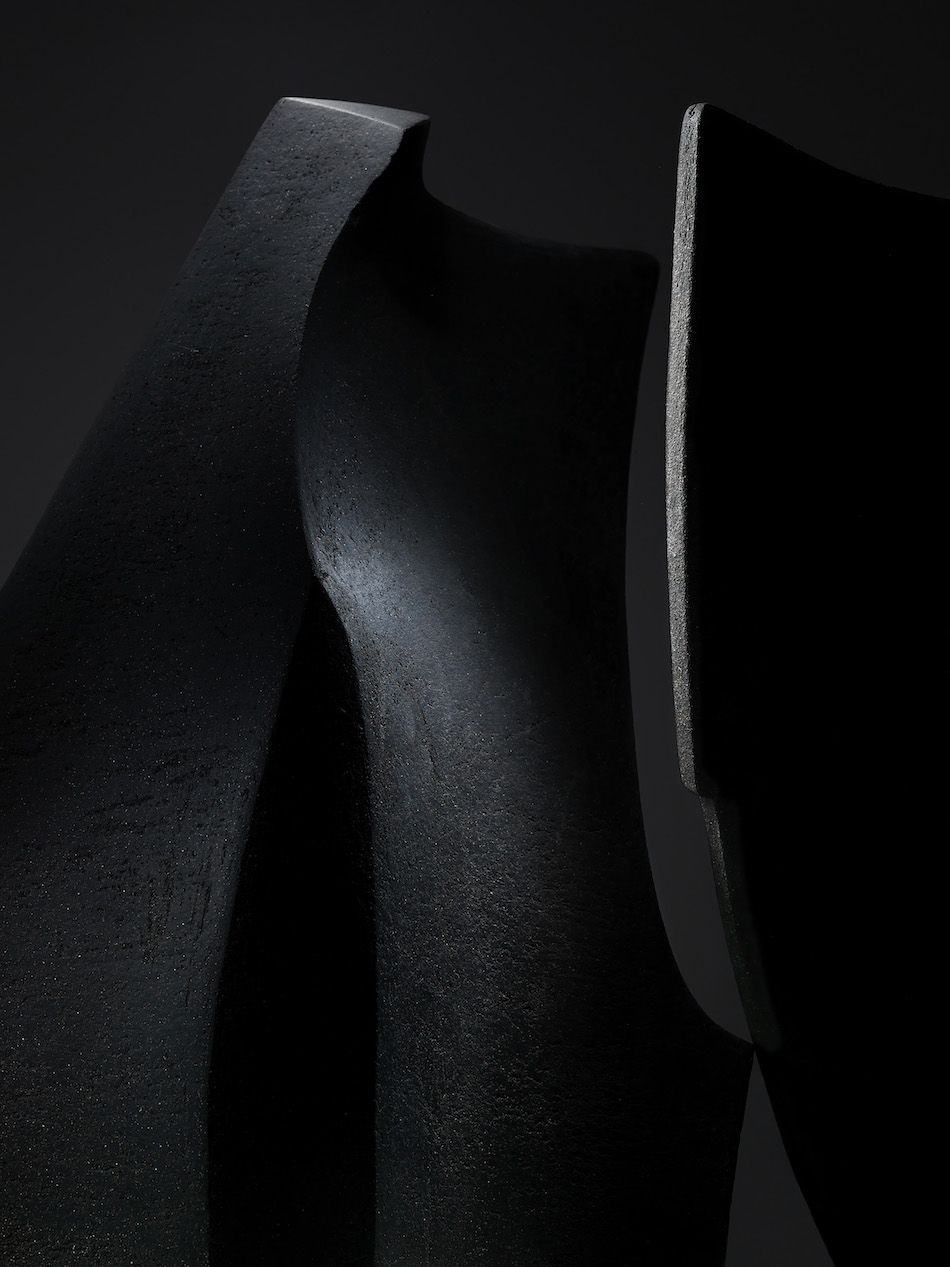 www.coutureeditions.com   'Formae lumine' is a collaboration between sculptor, Sophie-Elizabeth Thompson and photographer, Julian Abrams born from a shared interest in light and form. Having seen Thompson's work online, Abrams proposed the collaboration due to the desire to work with reduced abstract forms and a simplified tonal palette.
