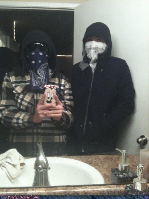 Real gangsters. Taking a pic in the bathroom bhahahahah