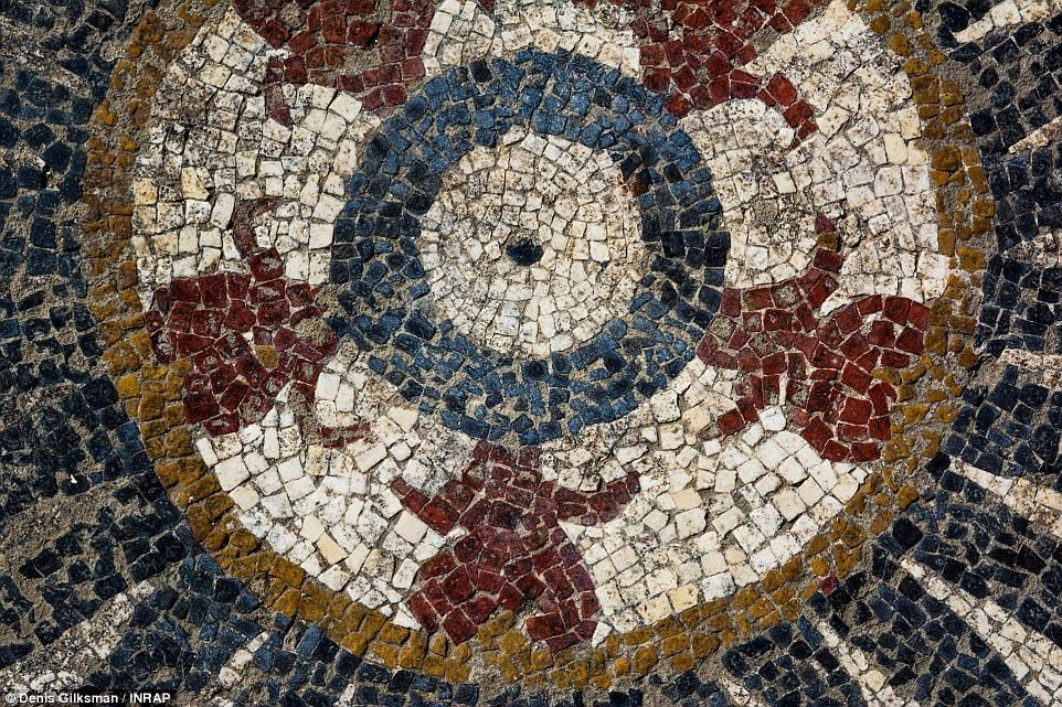 Roman Mosaics Unearthed In Southern France Daily Mail Online Roman Mosaic Mosaic Ancient Romans