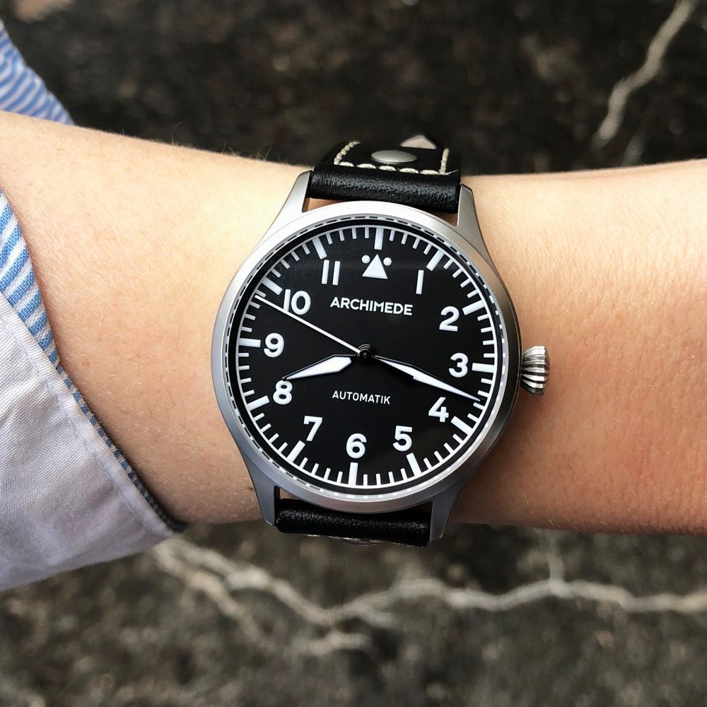 Automatic Pilot's watches with 39mm diameter on a ladies