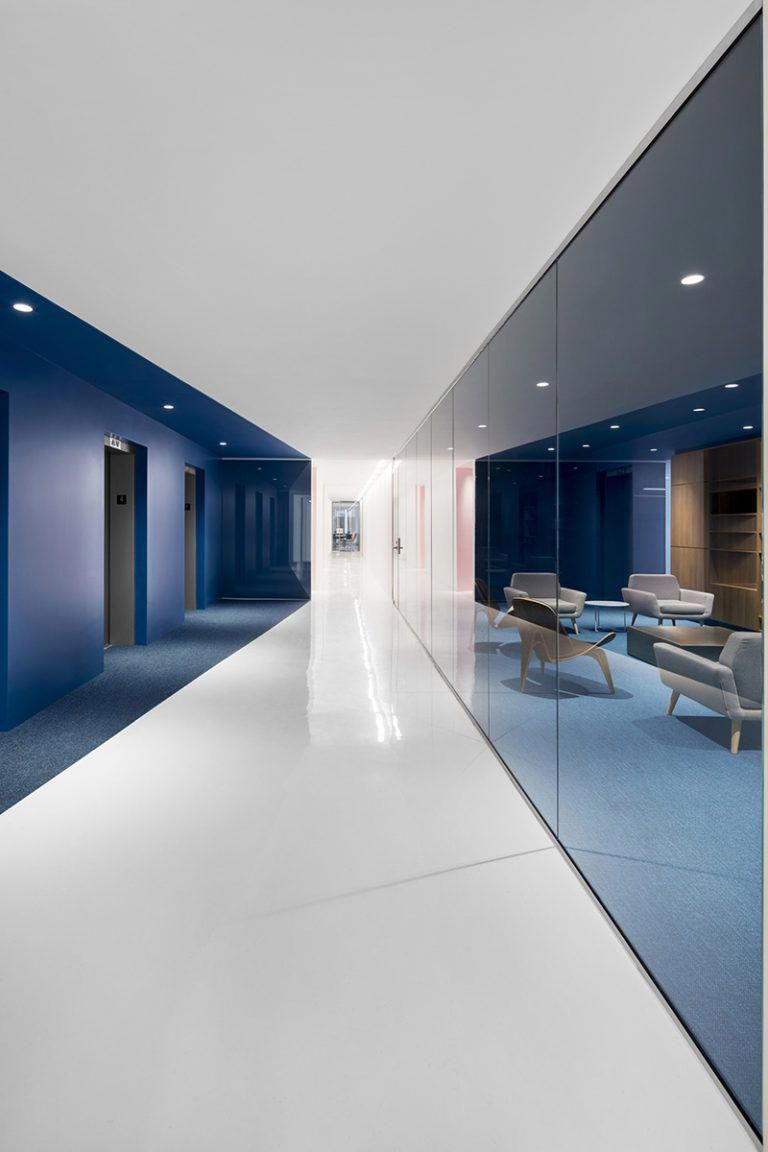 This Contemporary And Open Concept Office Design Is Mostly White However Bold Pops Of Colo Office Interior Design Modern Office Design Corporate Office Design