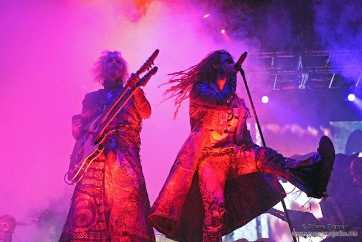 Rob zombie and J5 rocking out live