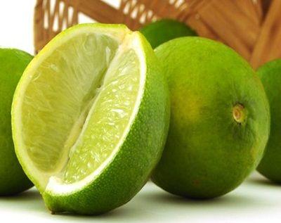 Conhecem os benefícios do limão:   Poderosíssimo para alcalinizar todos os líquidos corporais, como também para fixar nutrientes importantes, como os sais minerais. Apoia na eliminação das toxinas presentes no fígado e intestino, consequentemente, limpando a raiva e a tristeza, além de acelerar o metabolismo em 20% a mais.  Viva o limão gente!!   #elacosmeticos @Mundodela #projetolindatododia #porumavidamaisaudavel