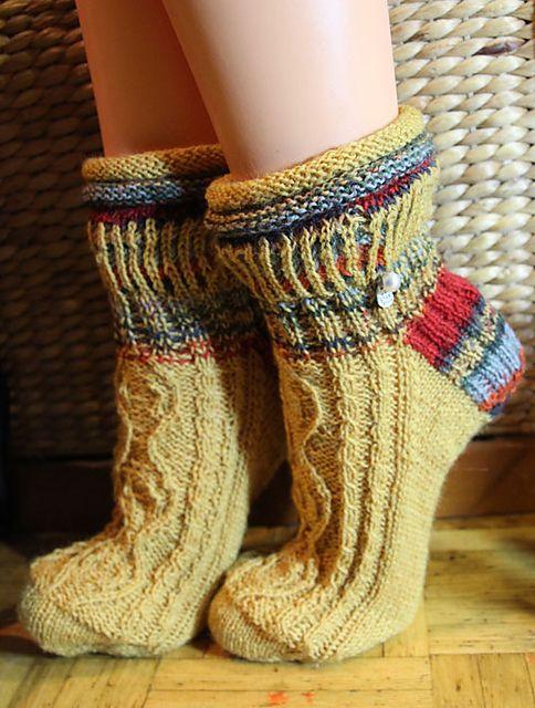 Ravelry: Crown Socks pattern by Isabella Zipperer