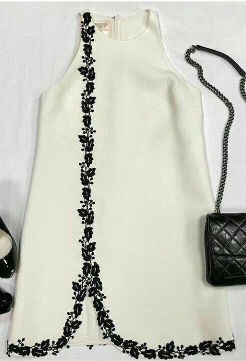Kleita Ar Dekoru Moda Stilleri Moda Dikis Moda