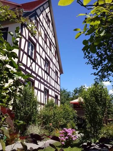 Villa Salem Salem Set in Salem, Villa Salem offers self-catering accommodation with free WiFi. The property is 14 km from Konstanz and free private parking is provided.  There is a seating area and a kitchen complete with a dishwasher, an oven and a toaster.