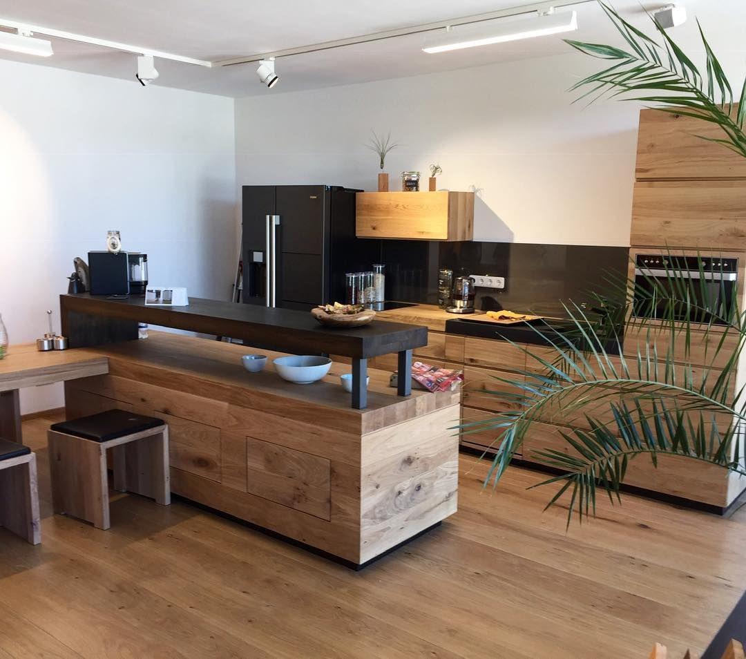 Unser Showroom Komm Vorbei Massivholzkuche Eiche Interiordesign Kuche Natur Homesweethome Kitchendesign Cooking Love Interiordesign Roomins In 2020
