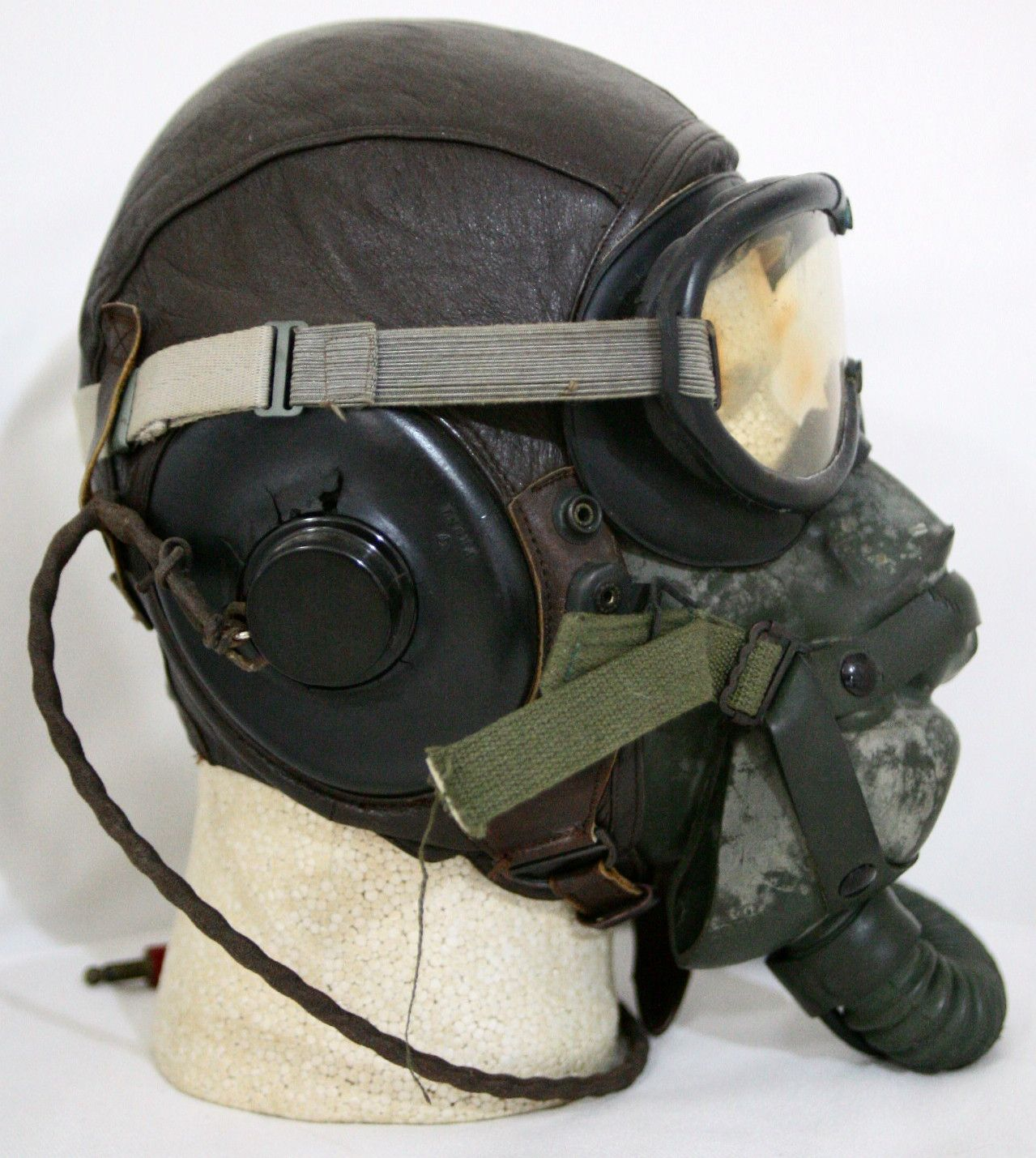 7455c4fad79 MAY 2010 – In WW2 the USAAF – US Army Air Forces – used a large variety of flight  helmet gear for aircrew protection. In later parts of the war in