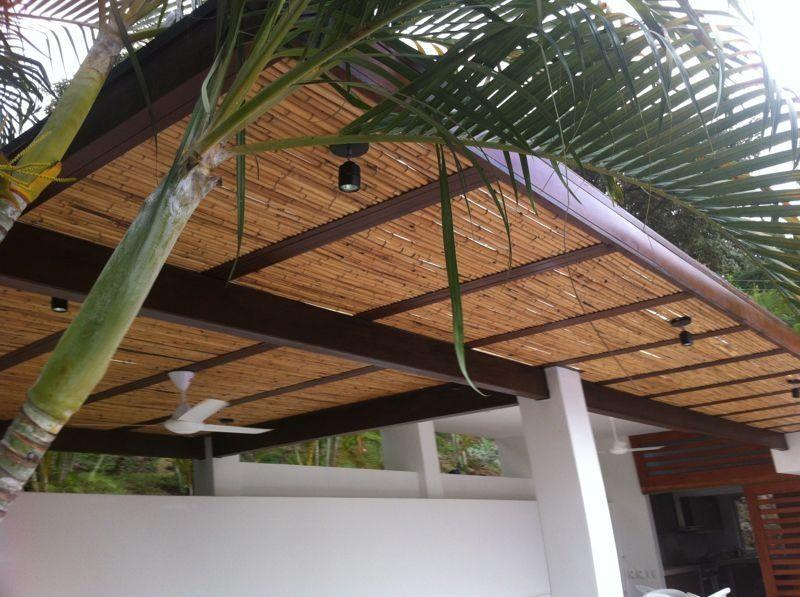 P rgola con estructura met lica y bamb p rgolas en 2018 pinterest - Pergolas de bambu ...