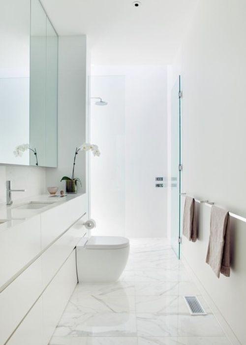 Ba o en blanco con suelo y encimera de m rmol white for Encimera marmol blanco