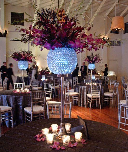 Pin de clara roma en center p pinterest mesa elegante centros de mesa y mesas - Mesas para salones ...