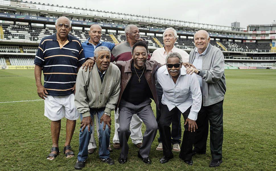 Pelé e jogadores do time do Santos de quase 50 anos atrás Foto:Gabo Morales