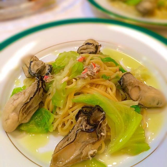 生牡蠣にレモンは、最高に美味しい食べ方ですが、それをパスタにしてみたらどうかと思って作ってみたら最高に合いました! 牡蠣の好きな方! 一度試してみてください。 - 38件のもぐもぐ - 牡蠣のレモンオイルパスタ! by yumenimishi101
