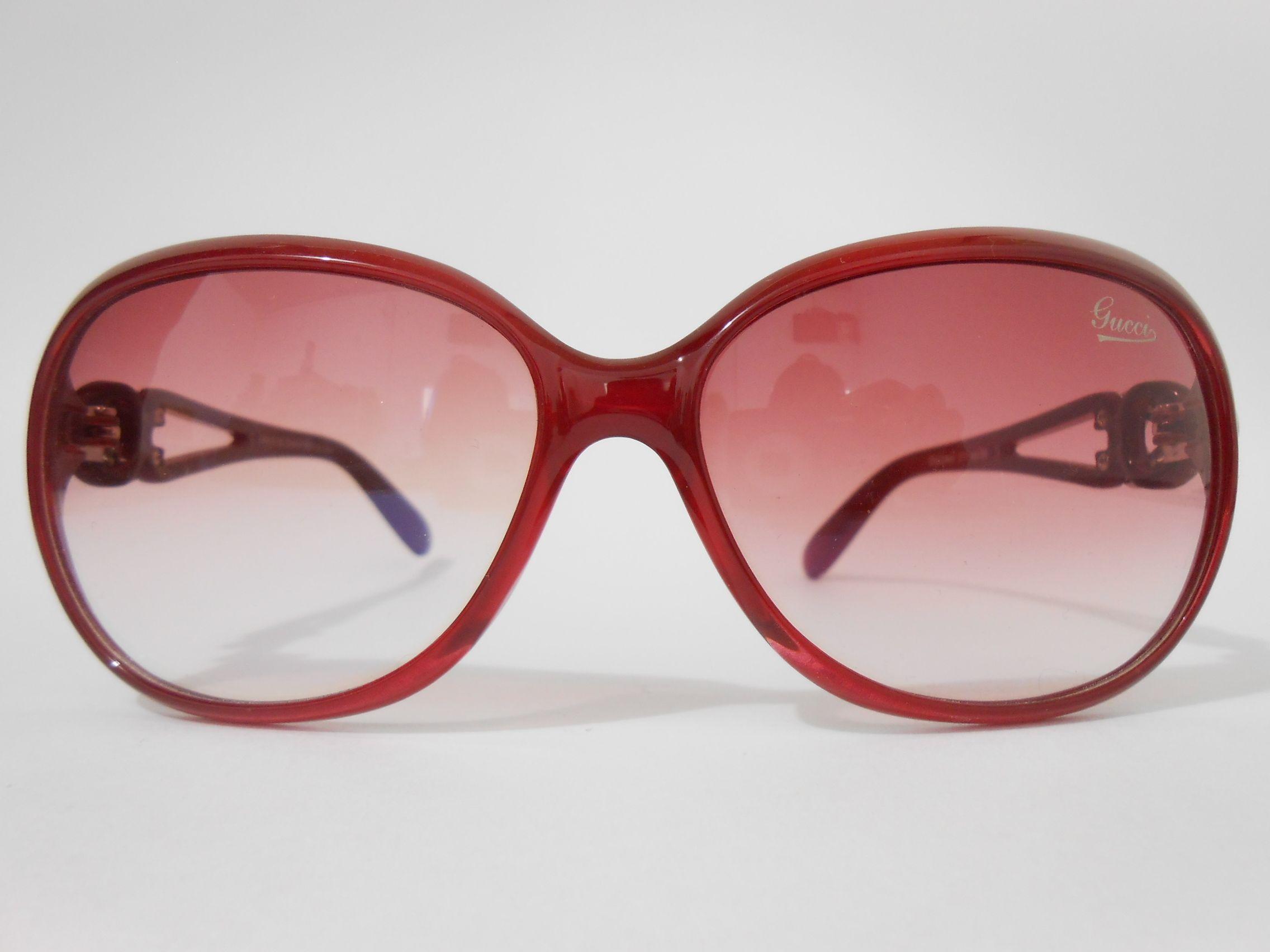 #gafas de #sol muy #chic color #rojo