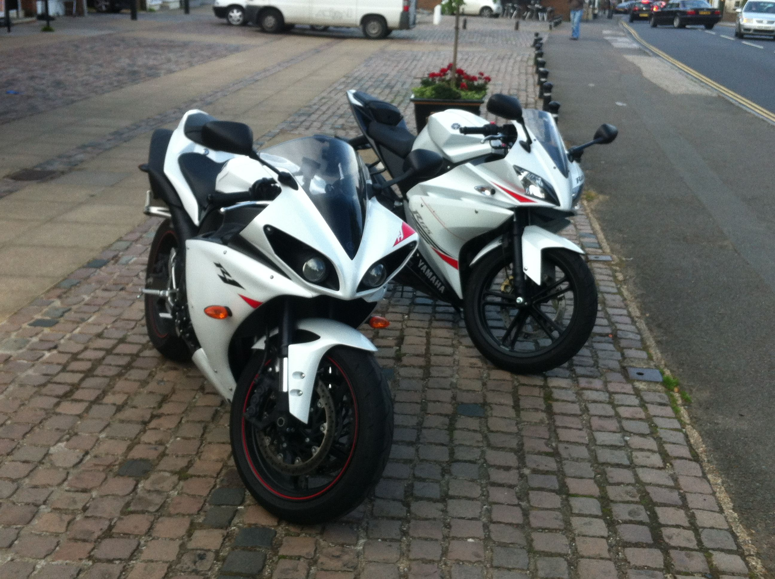 2012 yamaha yzf r6 reviews prices and specs review ebooks - The Meets Its Bigger Brute Of A Brother The Martyn Came Into Work On The Latest Yamaha This Week And Parked Up Next To Gavin S Here Are