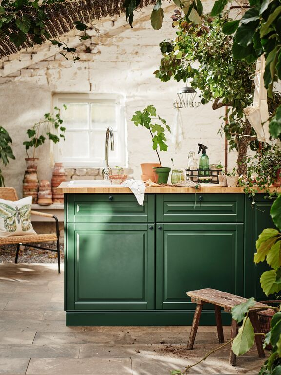 New kitchen fronts in a spring- ready shade