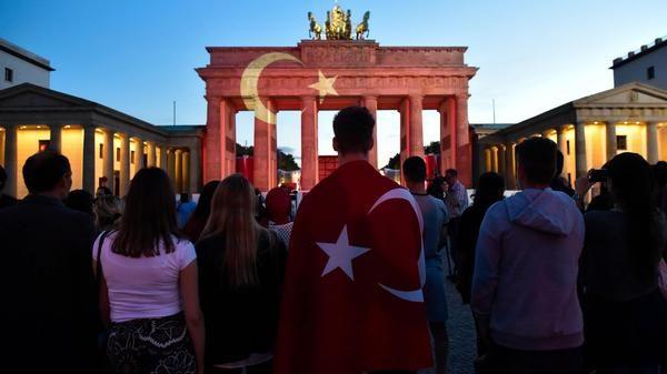 Nach Anschlag Am Ataturk Flughafen Berlin Trauert Um Opfer Von Istanbul Berlin Opfer Hertha Flughafen Berlin
