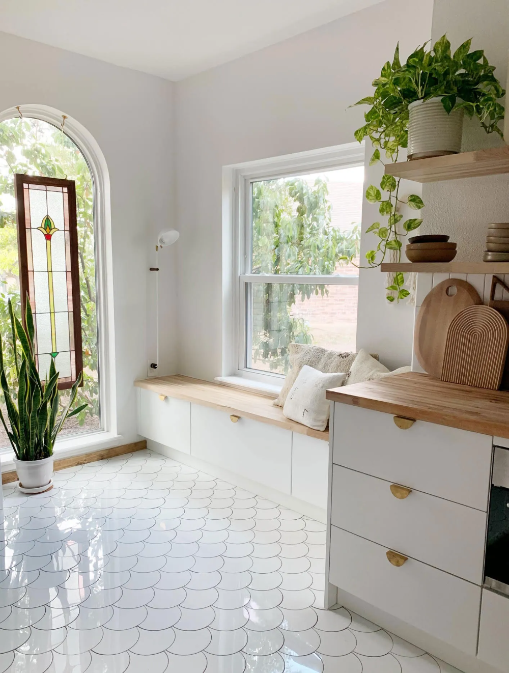 Scalloped Tile and Heirloom Stained Glass Make This Kitchen Remodel Look Expensive