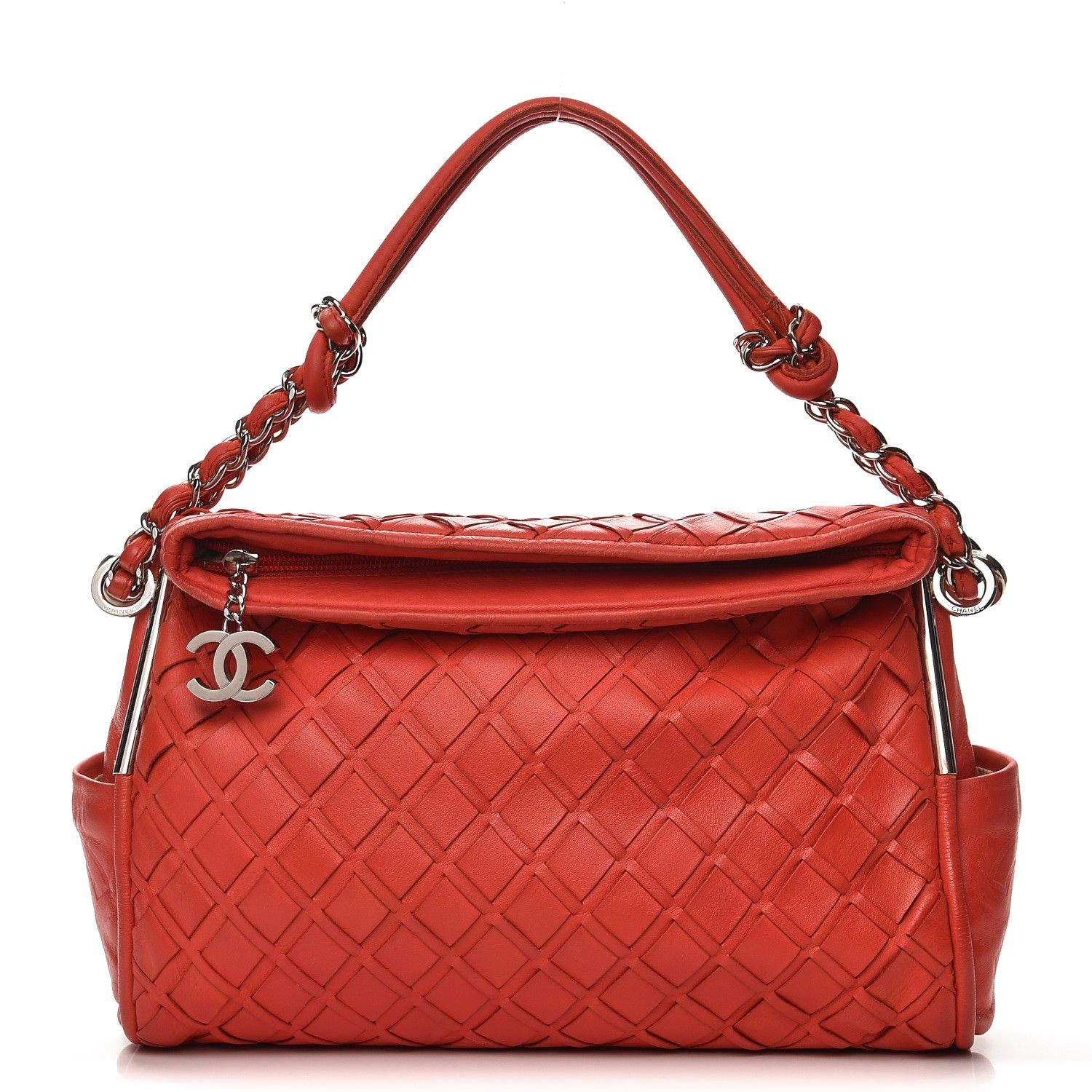 dbc0545c723cbb This is the stunning authentic CHANEL Lambskin Medium Ultimate Soft  Sombrero Hobo in Red. This