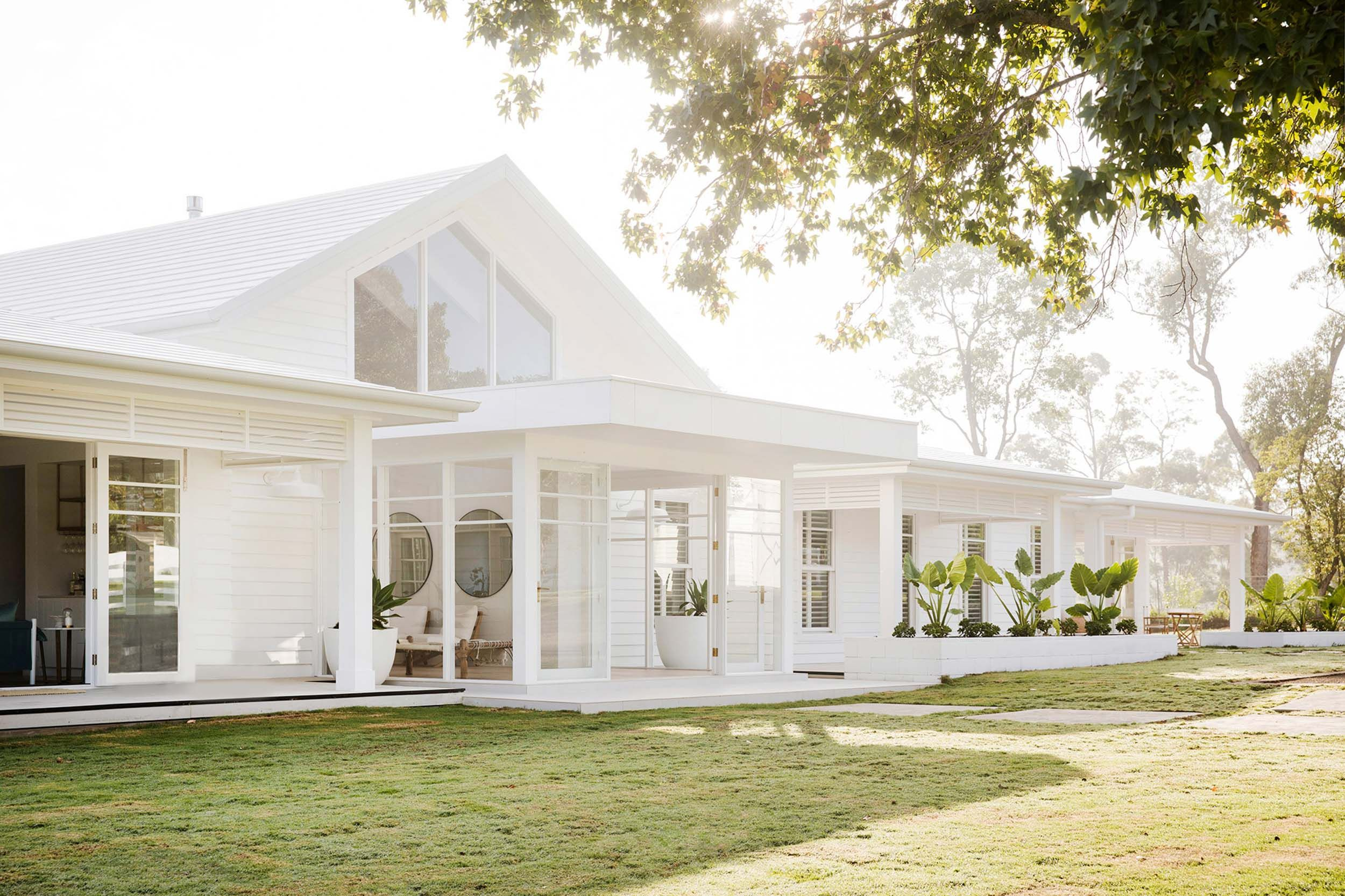 THE POWER OF PAINT CHOOSING AN EXTERIOR WHITE Modern
