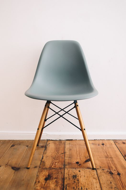 Vitra Aktionsset Eames Plastic Side Chair Dsw 4 Er Set Ahorn Gelblich Weiss Filzgleiter Weiss Eames Stuhl Plastikstuhle Bequeme Stuhle