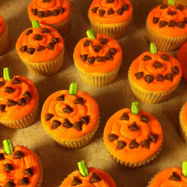 Halloween cupcakes! Just add chocolate chips and sour straws for - decorating halloween cakes