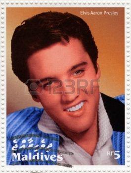 MALDIVAS - CIRCA 2000: selo impresso em Maldives mostra o ator e rock and roll cantor Elvis Presley, por volta de 2000 photo