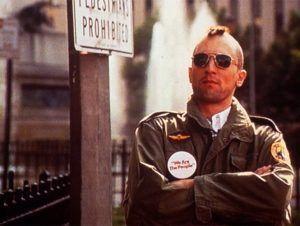 """Cualquiera pensaría que después de haber ganado un Oscar por su trabajo en la segunda parte de """"El padrino"""", Robert De Niro cambiaría radicalmente su vida, sin embargo, decidió sacar una licencia de taxista para trabajar como tal en las calles de Nueva York. Incluso, hay una anécdota recopilada en el libro """"The Films of […]"""