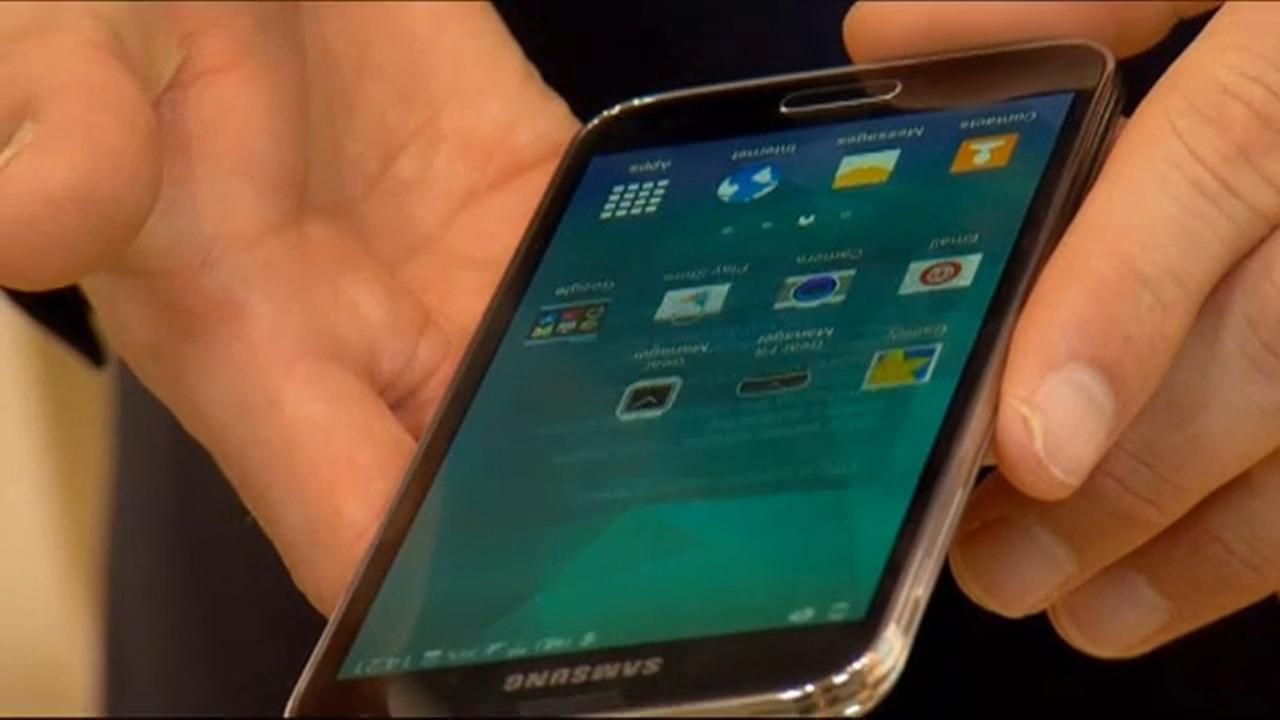 Blue light from phones, tablets can lead to blindness