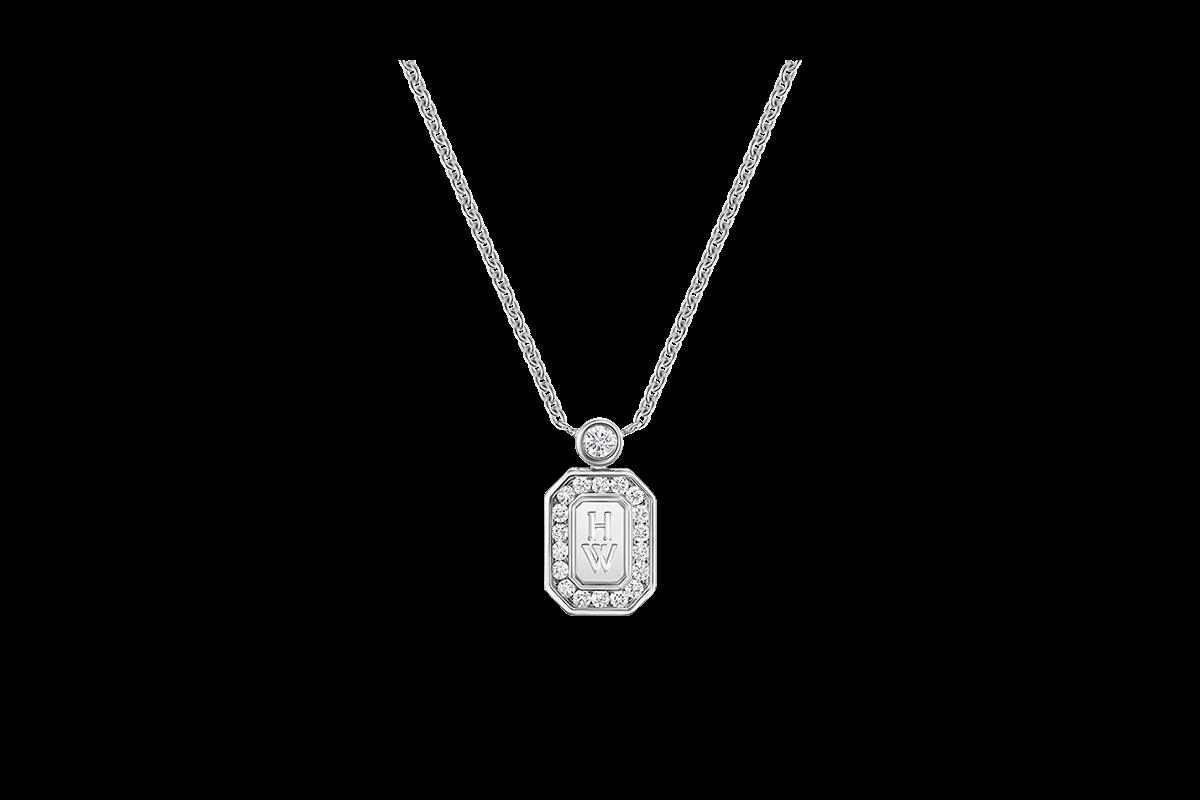 This sparkling diamond pendant features round brilliant diamonds
