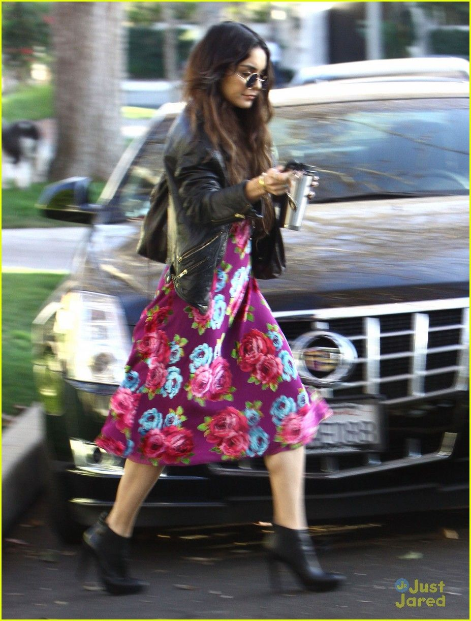 Vanessa Hudgens Stops By Ashley Tisdale's Home   vanessa hudgens ashley tisdale day out 04 - Photo