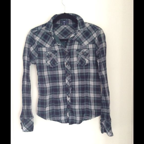 Plaid GAP Button up Top In good condition with no rips or tears. It's a size medium but it runs small. Please feel free to comment with questions! GAP Tops Button Down Shirts