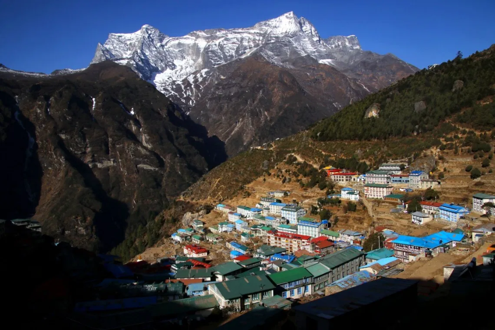 Life As A Sherpa In The Age Of Climate Change A Trio Of Stories Climate Change Climates Life