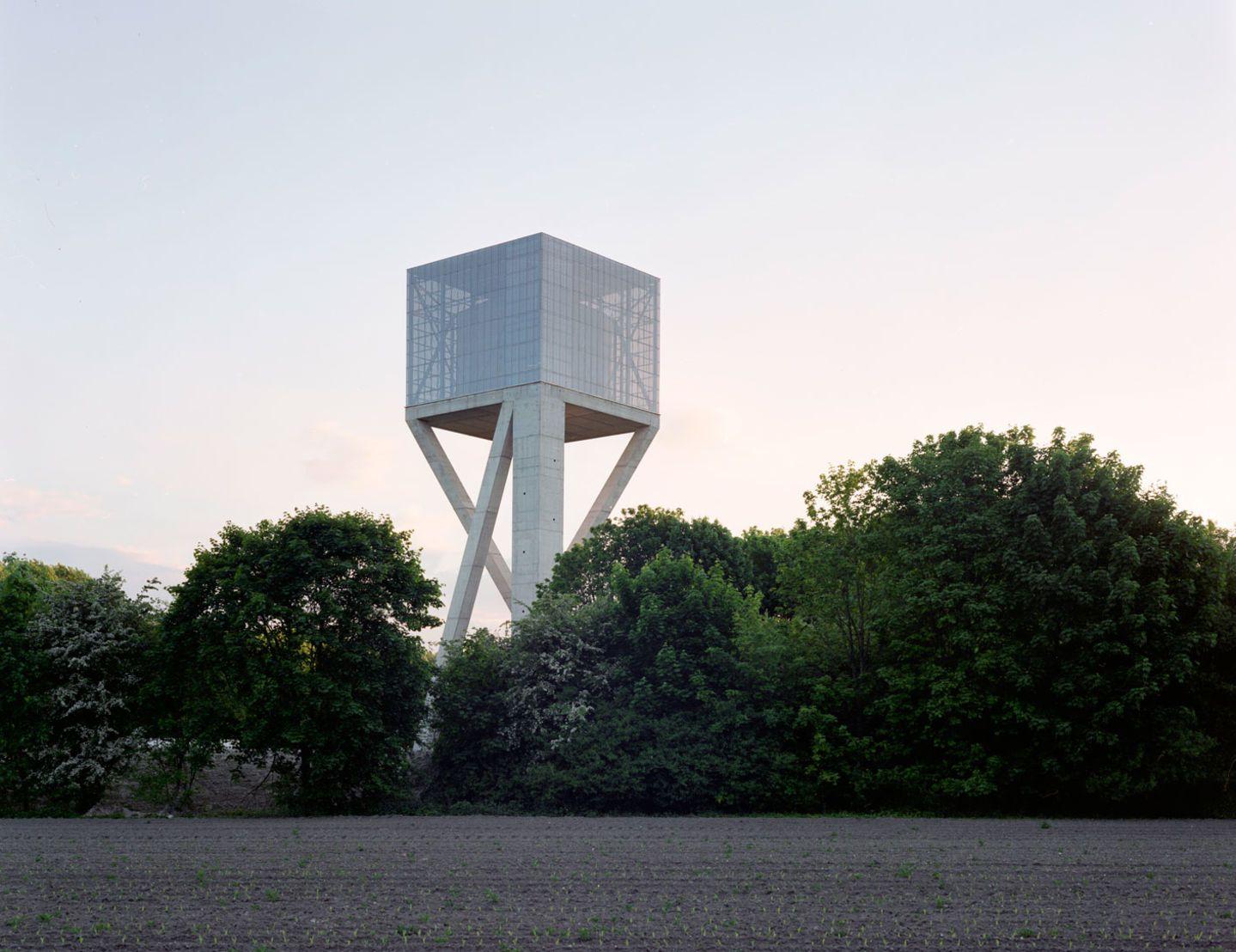 Bureau vers plus de bien être v maxime delvaux · water tower
