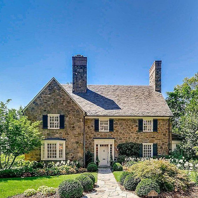 A Perfect English Cottage Under A Perfect Blue Sky Oldhouse Oldhouselove Stonehouse Traditionalarchitect Cottage Homes English Cottage Stone Cottage Homes