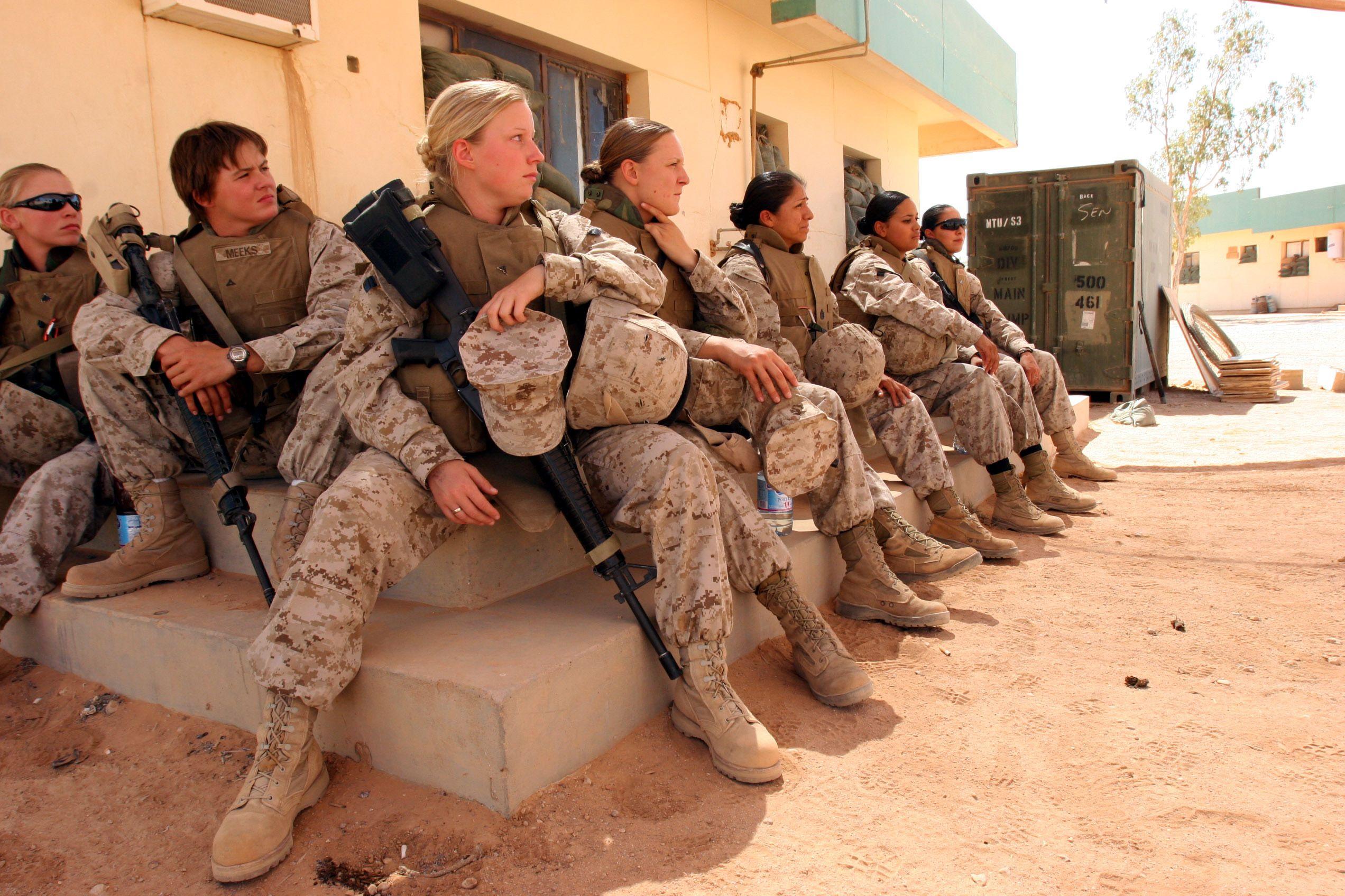 WONDERFUL military WOMEN ♥ Electric Romeo remix Globus Europa ...