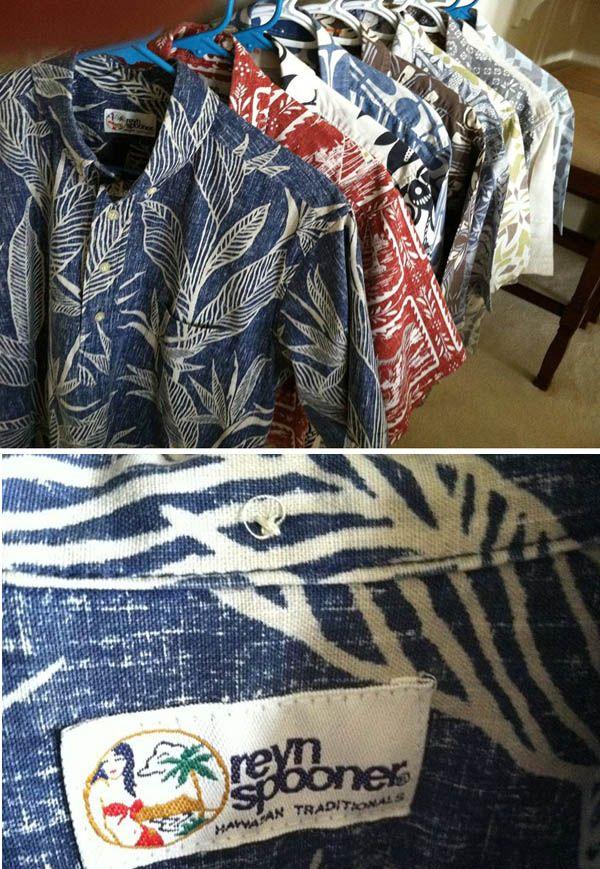 ハワイといえば、アロハシャツ♪ 旅行の記念、結婚式の参列での購入と着用、でも地元では本当に普通に着るシャツです。 うちの主人は、仕事に行くときはアロハシャツです。アロハシャツと言っても色々なデザインがあります、ワイキキのABCで売っているような「ザ・ハワイ土産」なデザインのシャツは残念ながら住人はあまり袖を通しません・・・ブランドも色々ありますが、うちは「reyn spooner」が好きなようです。アラモアナに行くとお店もありますね。 もともと、アロハシャツは20世紀初頭に日本から移住した人が着物をリメイクして仕事着として着始めたのが起源とも言われています。古着のアロハ専門店に行くと、鮮やかな着物の柄のシャツが飾られています。 正装でもあるアロハシャツ、結婚式・週の議員が州議会に出るとき、お葬式、さまざまな場面で大活躍です。先日、知り合いがお葬式帰りという事でご夫婦でシックなプリントでおそろいの物を着ていました。素敵でしたよ。 次回ご旅行にいらしたら、是非日本でも着用できるようなデザインを探してみてはいかがでしょうか? マハロ Mama ❤ S