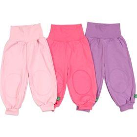 3 pak øko Alfa babybukser fra Green cotton3 pak babybukser i lyserød,pink og lilla.God bred ribkant i taljen og ribkanter i benene.Små lapper ved begge knæ.Dejlig blød og elastisk kvalitet.100% Økologisk Bomuld.Maskinvaskes ved 30 grader.Varenummer: GRE-121-ALFA-HYACINTH299,95 DKK