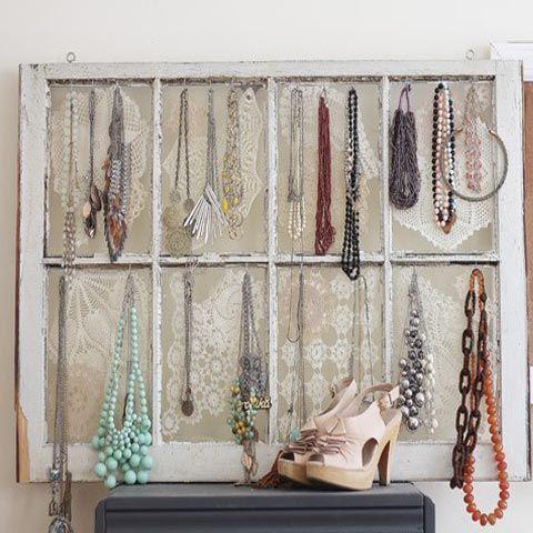 Crear un organizador de bisuteria con un viejo marco de for Ideas para decorar marcos de puertas