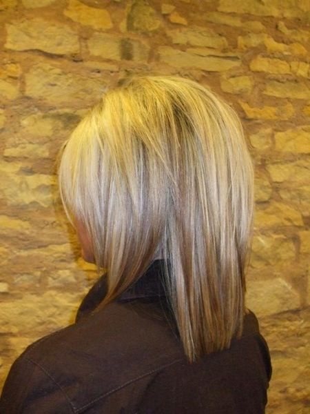 Cute Hair Love The Shorter Layer At The Top To Add Height To The Crown Hair Styles Medium Layered Hair Medium Hair Styles