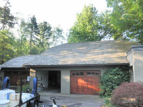Best Cedar Shake Shingles Looking Old And Grey Cedar Shake Shingles Roof Cleaning Cedar Shakes 400 x 300