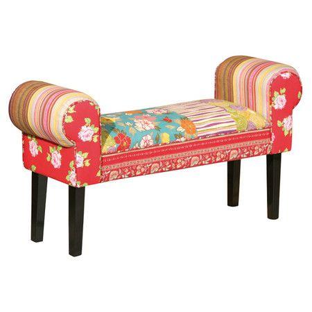 Faites de ce banc la pièce maîtresse de votre salon. Son tissu à motifs en patchwork et ses pieds en bois foncé se combinent pour envahir votre intérieu...