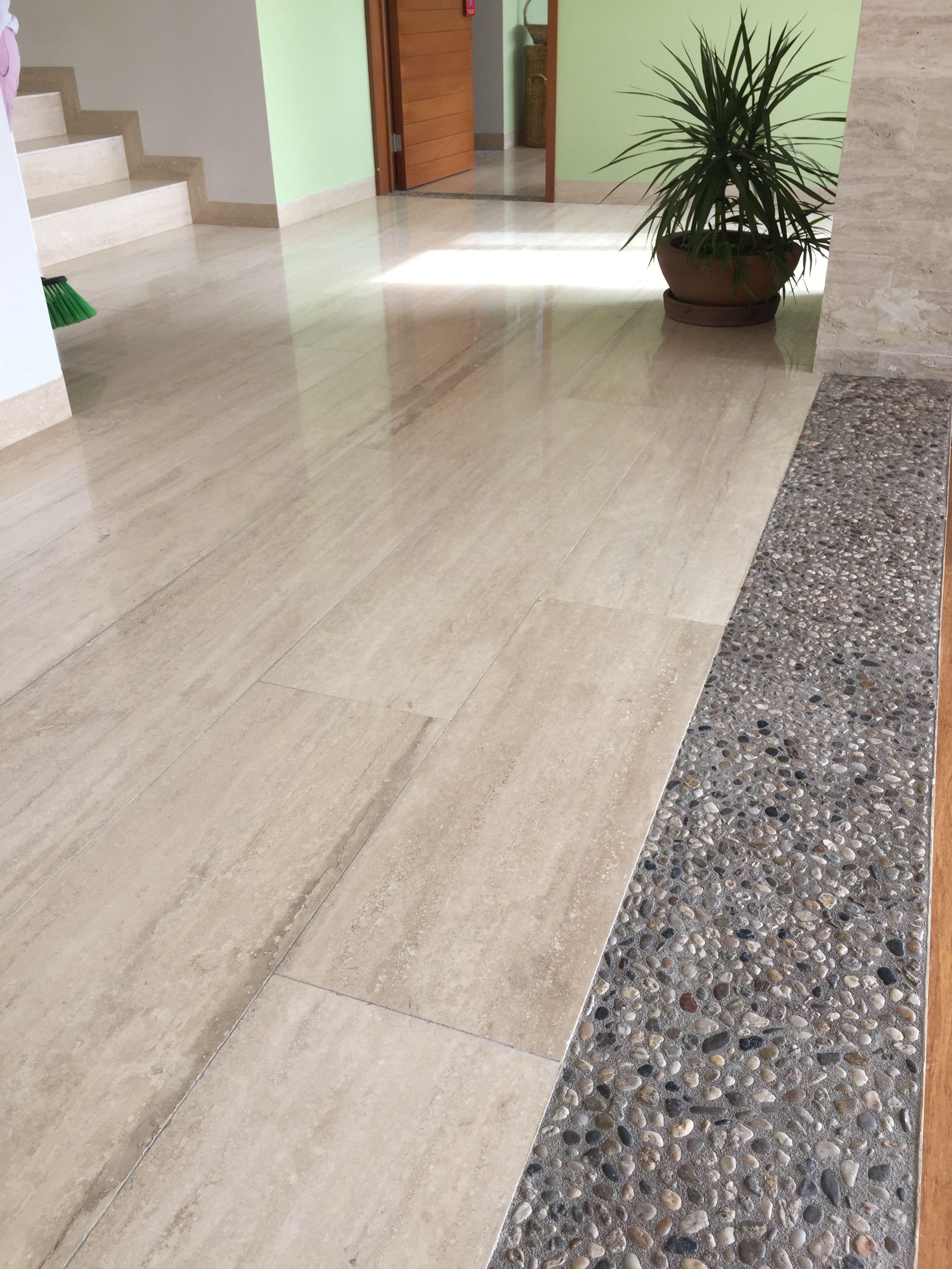 Peque a vivienda estilo tradicional exteriores r sticos e for Con que se limpia el marmol