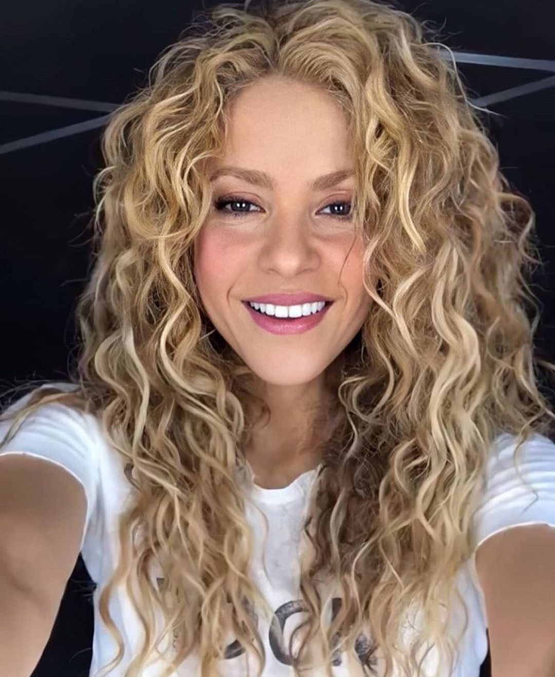 "Portal Shakira on Instagram: ""❤️ Shak!""  Shakira hair, Curly"