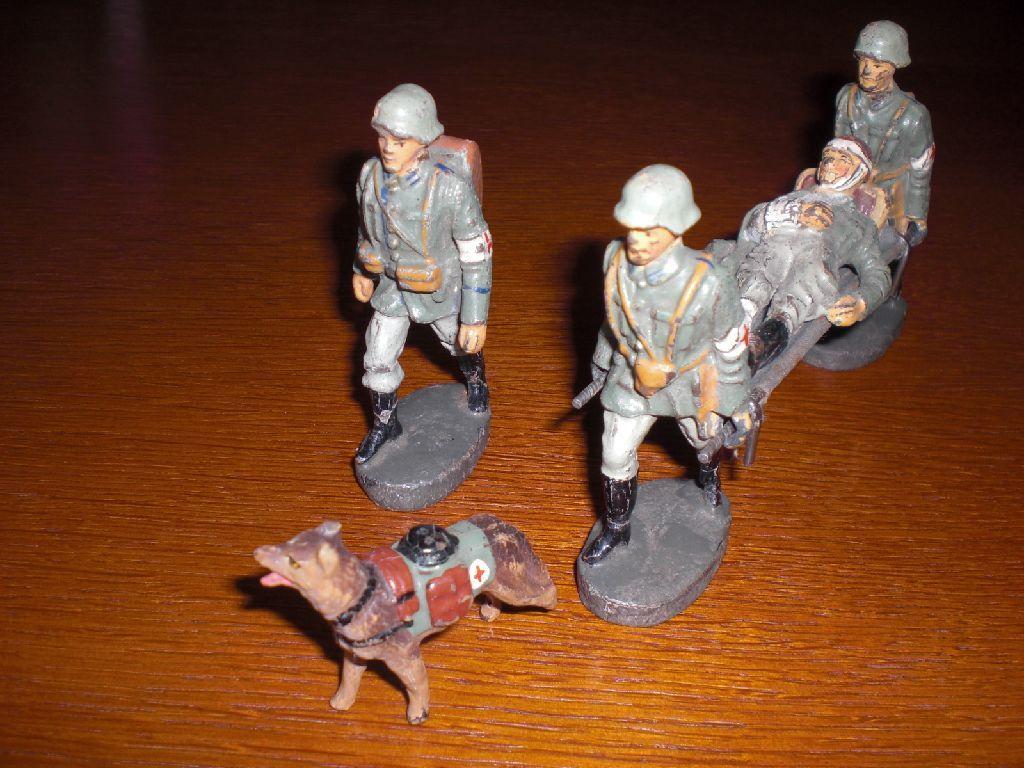 Elastolin Gruppe, Soldaten mit Verwundetem und Hund | eBay